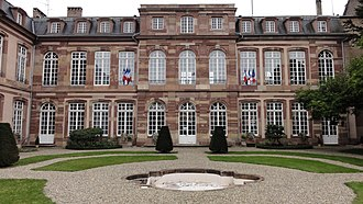 Hôtel des Deux-Ponts - Façade and garden on Place Broglie