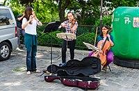 Street performance, Montmartre, Paris 2013.jpg