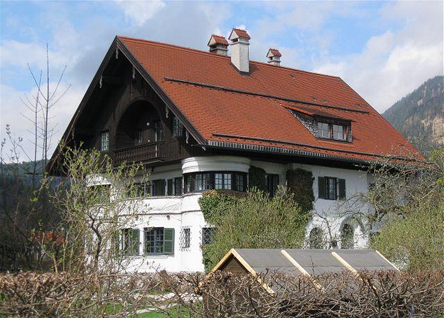 historisierende heimatstil landh user in oberbayern by oberbayern architectura. Black Bedroom Furniture Sets. Home Design Ideas
