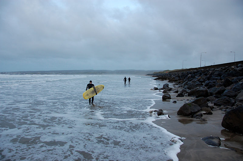 File:Surfers on their way out to surf Lahinch, December 2012..JPG