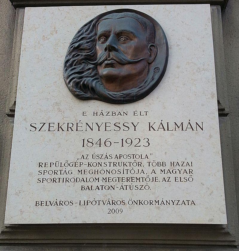 Emléktáblája Budapesten:Ferenciek tere 7-8.