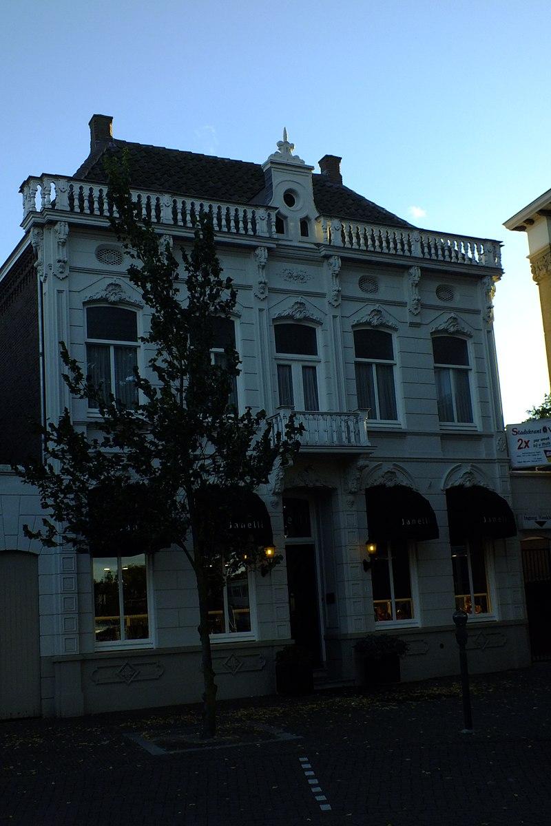Herenhuis gebouwd circa 1880 in eclectische stijl in for Eclectische stijl interieur
