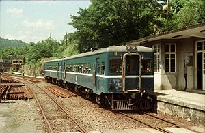 Taiwan Railways Administration - A typical branch line service using a non-air conditioned DR2100 series DMU, at Shifen Station on the Pingxi Line in the 1990s.