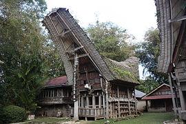 Tana Toraja, Kete Kesu, tongkonan (6823189476).jpg