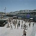 Tel Aviv. Drukte aan zee op de sabbat gezicht op de boulevard met zonneterrasse, Bestanddeelnr 255-9287.jpg