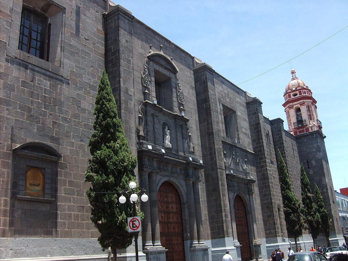 vista de la fachada del Templo de la Santísima Trinidad