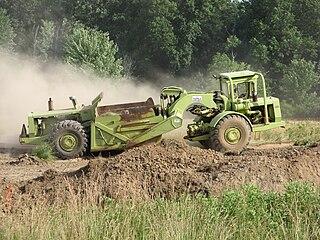Wheel tractor-scraper