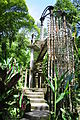 "The ""palette"" building in Las Pozas (8047919344).jpg"