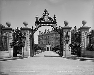The Breakers - The Breakers gate in 1899