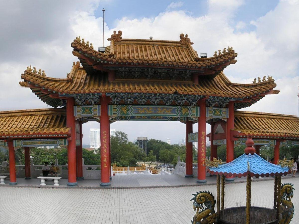Thean Hou KL 2007 pano gate.jpg