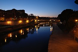 Tiber at night.JPG