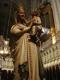 Talla de la Virgen en el Coro.