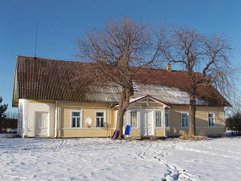 File:Tolli talu Vilsandi saarel.JPG