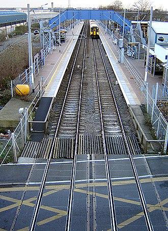 Northumberland Park railway station - Northumberland Park, looking south (2006)