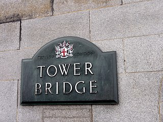 320px-Tower_Bridge_Plaque_with_City_of_London_Crest_-_geograph.org.uk_-_1705792.jpg