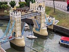 Tower Bridge at Legoland Windsor.jpg