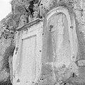 Twee reliëfs in de rotsen van de vallei van Nahr el Kelb, Bestanddeelnr 255-6446.jpg