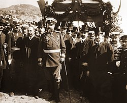 https://upload.wikimedia.org/wikipedia/commons/thumb/b/ba/Tzar_Ferdinand_at_proclamation_of_Bulgarian-independence.jpg/250px-Tzar_Ferdinand_at_proclamation_of_Bulgarian-independence.jpg