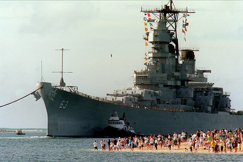File:USS Missouri (BB-63) arrives in Pearl Harbor.jpg