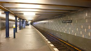 Senefelderplatz (Berlin U-Bahn) - Platform of the station