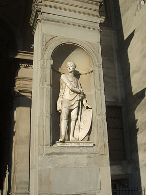 Niche (architecture) - Niche on exterior of Uffizi Palace, Florence (c.1560-81), containing statue of Farinata degli Uberti (d.1264)
