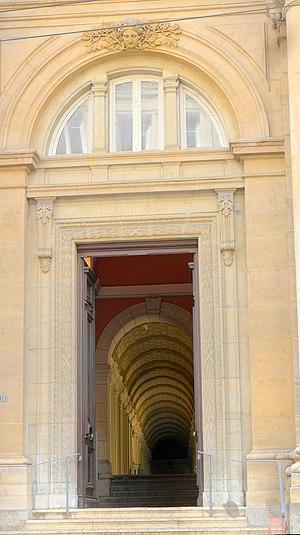 Rue Édouard-Herriot - Entrance of the Musée des Beaux-Arts de Lyon which overlook on rue Édouard-Herriot