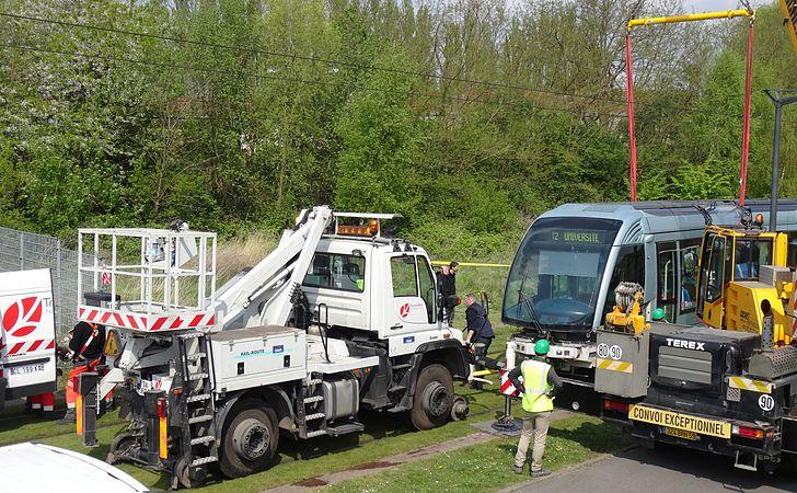 Valenciennes & Anzin - Déraillement de la rame de tramway n° 17 à la sortie du dépôt de Saint-Waast le 11 avril 2014 (069).JPG