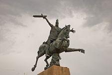 225px-Vartan_Mamikonyan_statue.jpg