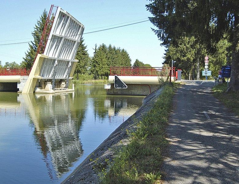 Bewegliche Brücke über den Canal de la Marne. Aufgrund eines technischen Defekts war sie für mehrere Stunden blockiert.