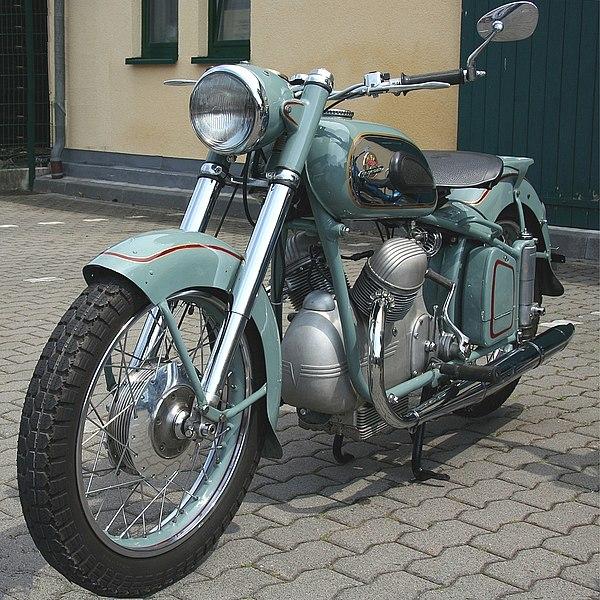 Industriegeschichte: Victoria-Werke 600px-Victoria_Bergmeister%2C_Bj._1954%2C_2007-06-10%2C_Foto_Sp_%28kl%29