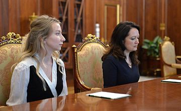 Vladimir Putin meets with Marianna Voloshina and Ekaterina Korneluk 2016-05-25 02.jpg