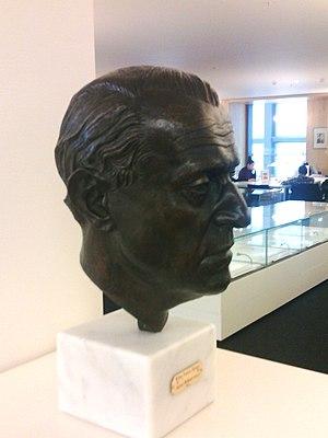 Willem Frederik Hermans - Image: W.F. Hermans Bronzen portret OBA Amsterdam Sylvia Willink
