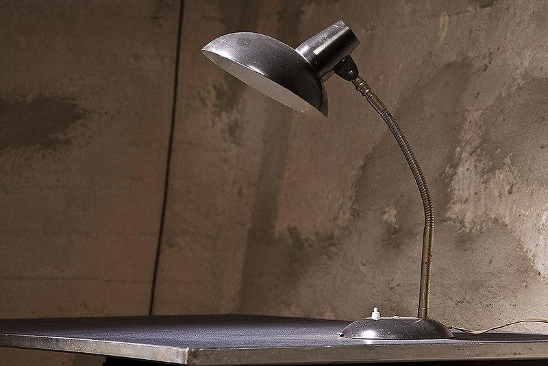 File:WLANL - efraa - Bureaulamp.jpg