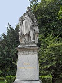 Statue d'Henri II au Rathausplatz à Vienne