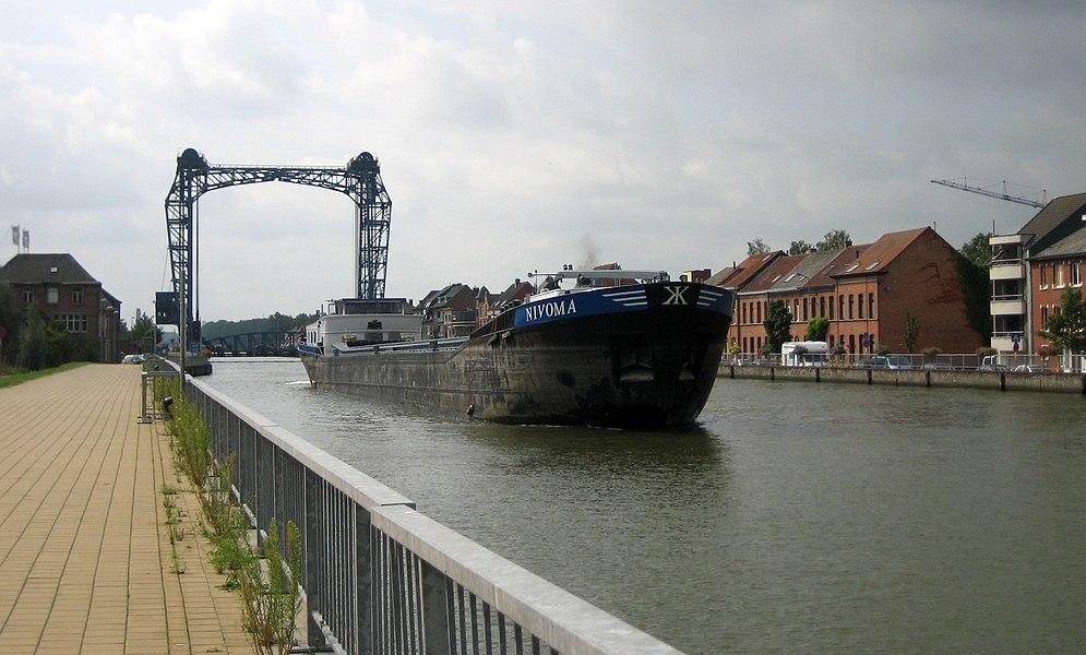 Willebroek.  Zeekanaal Brussel-Schelde. Canal maritime de Bruxelles...