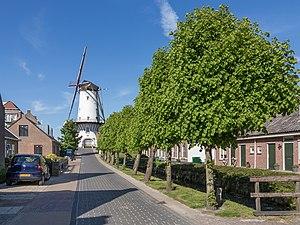 Willemstad, North Brabant - Image: Willemstad, d´Orangemolen in straatzicht RM38950 foto 3 2015 05 24 17.27