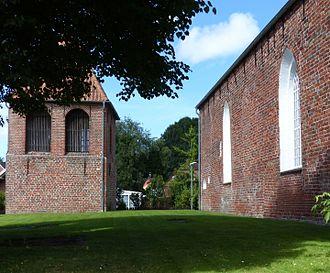 Wirdum, Germany - Image: Wirdum Kirche Südseite von O567