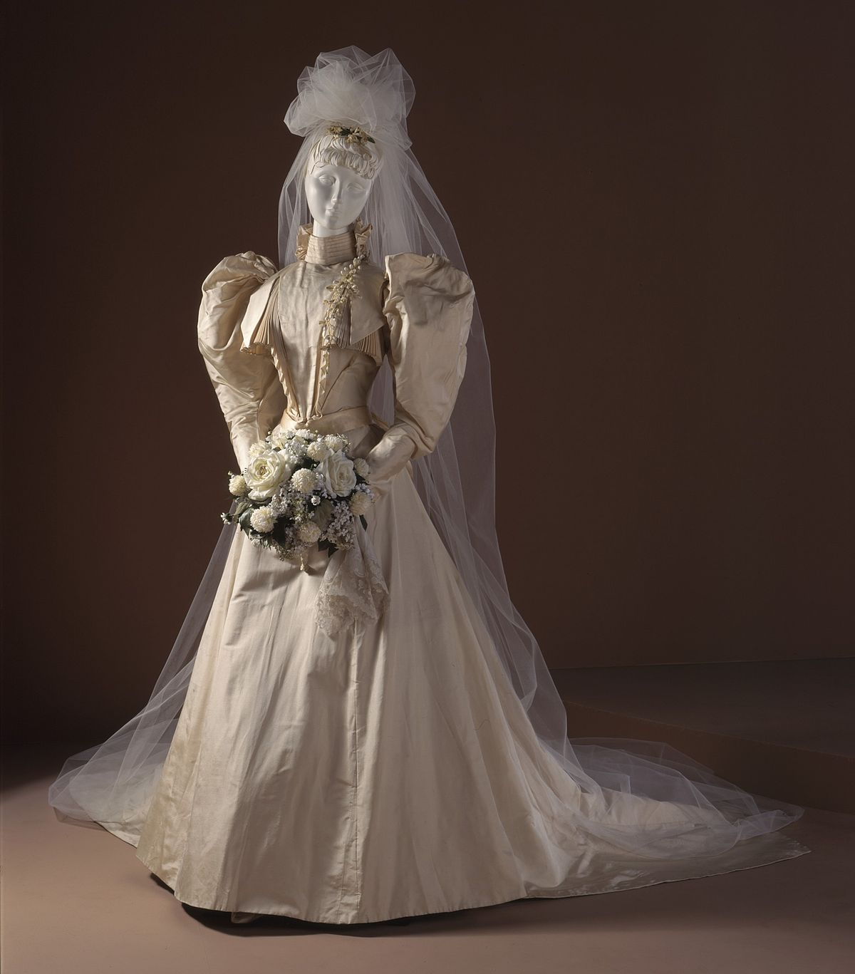 White Wedding Dress Queen Victoria: Wedding Dress