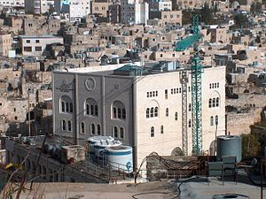 Israeli–Palestinian conflict in Hebron - Shavei Hebron yeshiva in the Beit Romano building of the Jewish quarter in old Hebron. The modern city is visible at the top.
