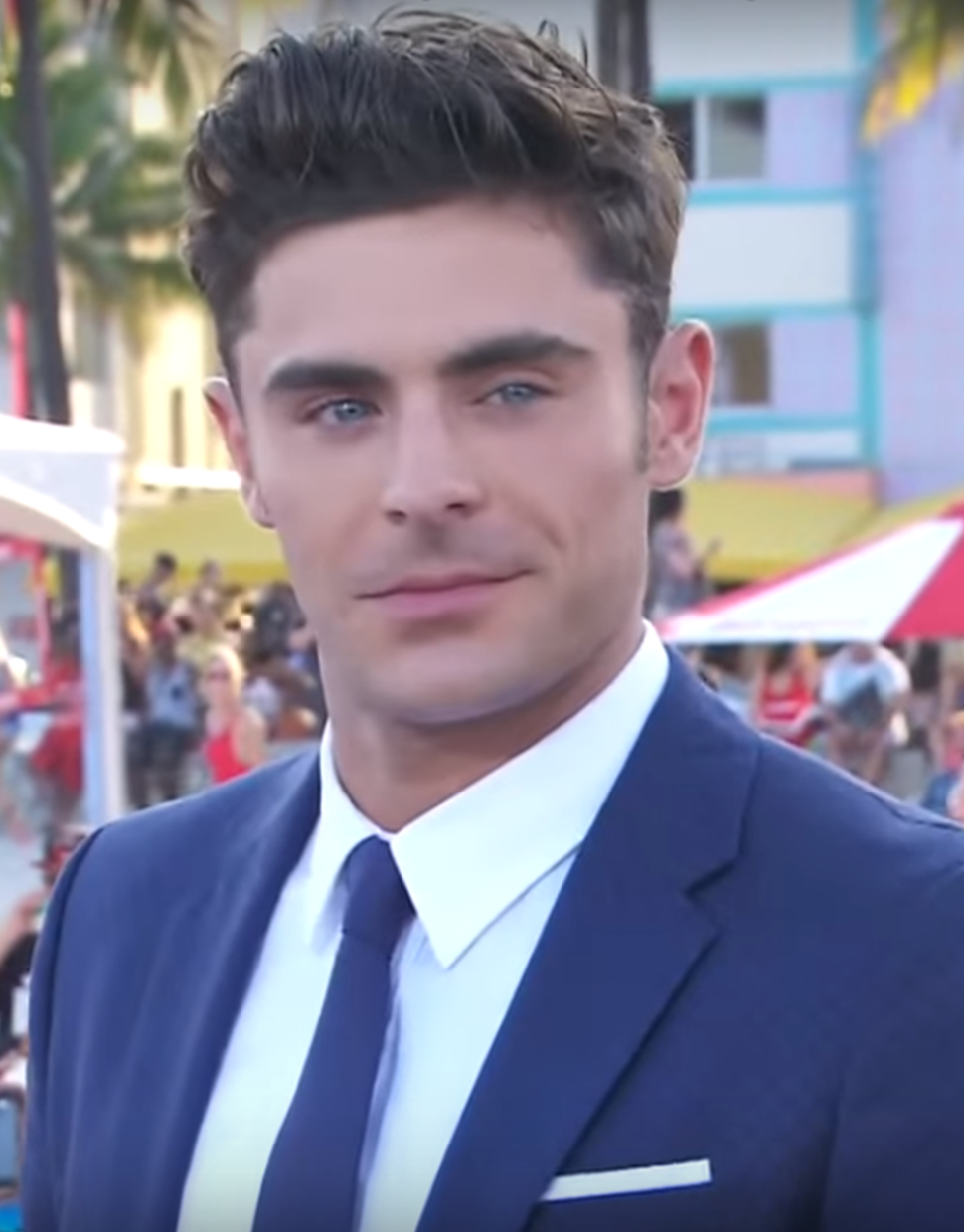 Zac Efron on the red carpet of the Baywatch in Miami 02