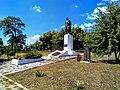 Братська могила рад. воїнів Поховано 90, Протопопівка.jpg