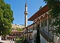 Двор ханского дворца и мечеть.jpg