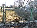 Залишки огорожі біля СШ № 2 і ліцею в Бучачі.jpg