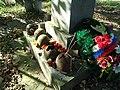 Каски советских воинов, найденные недалеко от места захоронения.jpg
