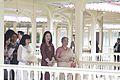 นางพิมพ์เพ็ญ เวชชาชีวะ ภริยา นายกรัฐมนตรี นำคู่สมรสผู้ - Flickr - Abhisit Vejjajiva (63).jpg