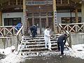 横手市森林組合玄関除雪作業中.jpg