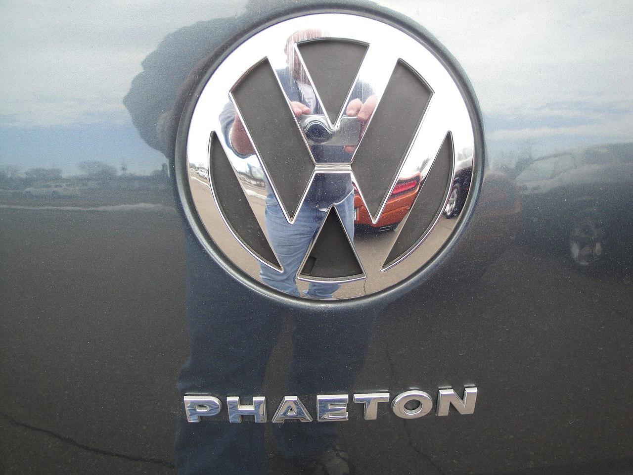 04 Volkswagen Phaeton (6973696683).jpg