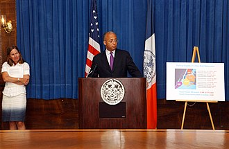Bill Thompson (New York politician) - A 2009 press conference with then comptroller Thompson