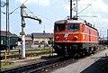 119L03250584 Bahnhof Salzburg, Lok 1043.09.jpg