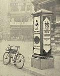 1920er Jahre anonymer Fotograf Kabelverzweiger und Postfahrrad am Steintor (Schillerplatz) in Hannover.jpg